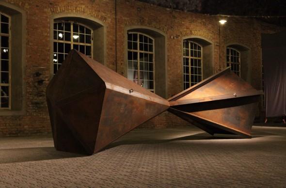 Riverse Eisen und Stahlträger, 640x230*230cm, 2012