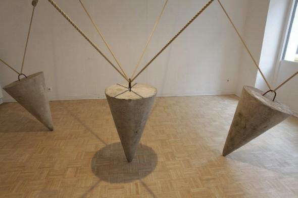Connections Zementkegel, Hanfseil und Eisen dim. var., 2012
