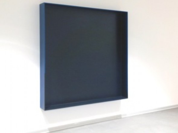 Blaue Gußbox Pigment, eloxiertes Aluminium,  160 x 160 x 20 cm