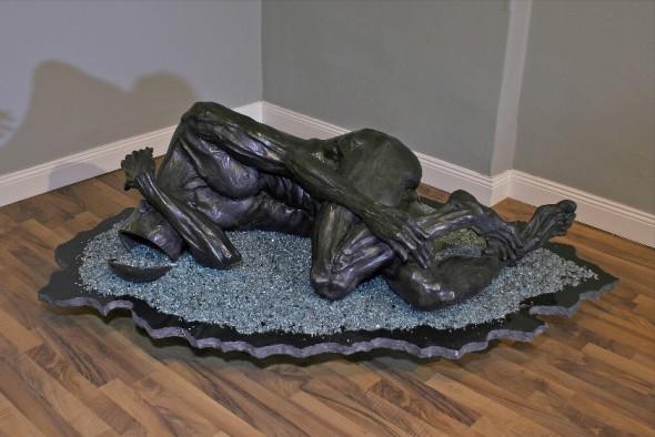 Broken Dreams Bronzeskulptur, Marmor, Sicherheitsglass, ca. 140x 50x 60cm, 2011, Ed. 1/8, Guss: Landowski Paris Photo ©: Woytek Mazurek