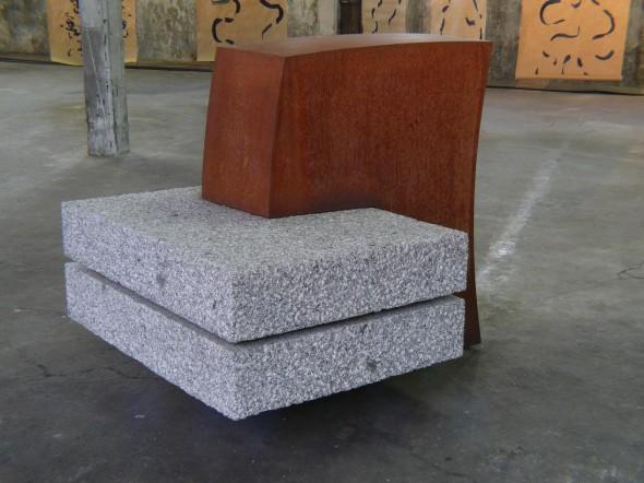 Hartmut Stielow Zwei und Eins Granit, Cor Ten Stahl, 124*124*148cm, 2003