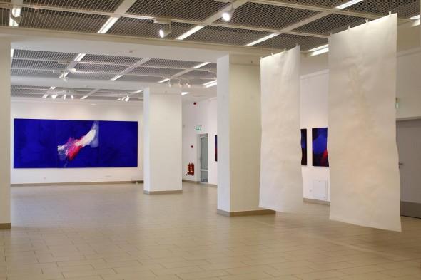 Rudolf zur Lippe Peinture Gestuelle, china ink on paper, je 300x150cm, 2012 und  Triptychon von Ingeborg zu Schleswig-Holstein Öl auf Leinwand, 510*200cm, 2008