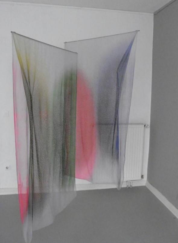 Malte Kebbel obscure transparency Edelstahl & Siebdruck auf Textil, 2 x[ 1 x 100 x 180 cm]