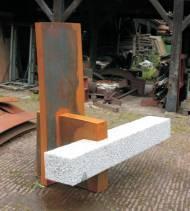 Hartmut Stielow Cathedra II Granit/ Cor Ten Stahl, 178*224*120cm, 2008